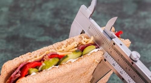 """Почему нельзя быстро есть, """"чудо""""-таблетки и крайние меры. Казахстанские врачи о похудении"""