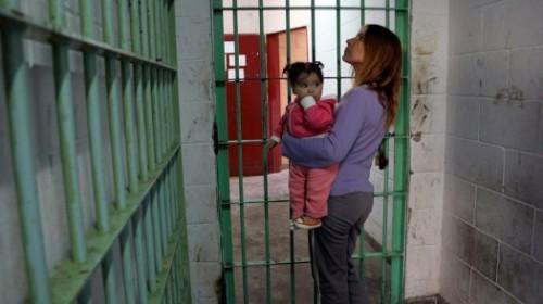 Женщины в колониях рожают детей, чтобы облегчить себе наказание – омбудсмен