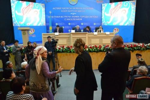Сократить зарплаты чиновников на 50% предложили Сапарбаеву