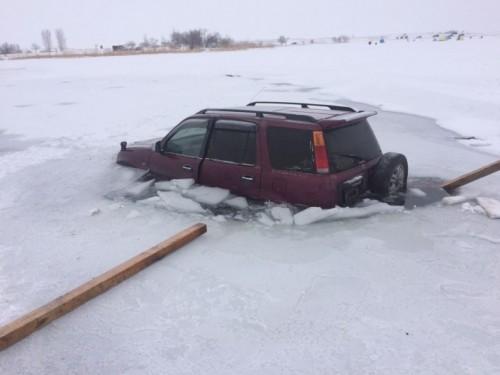 Еще одна машина провалилась под лед на Капшагае
