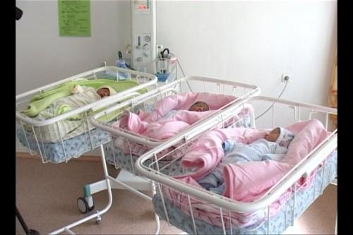 Из Южно-Казахстанского областного перинатального центра №2 выписали очередную счастливую маму трех близнецов