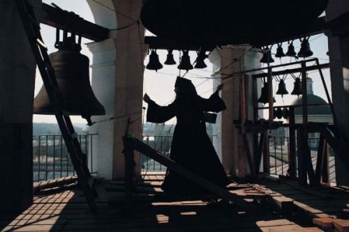 Казахстанцы жалуются на колокола церквей и громкие призывы к молитве