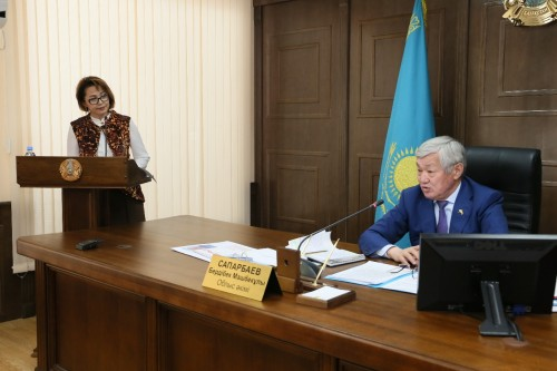 Почти тысячу детей-сирот взяли под патронат предприятия и госорганы в Актюбинской области