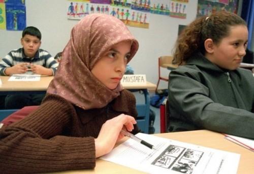 В Актюбинской области 268 школьниц сняли платки