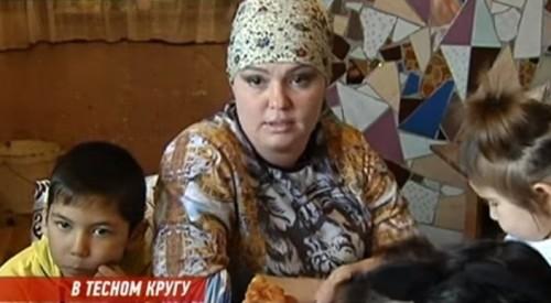Жительница Алматинской области ютится в доме с 19 детьми