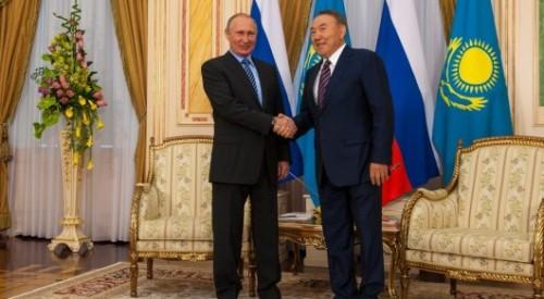 Назарбаев поздравил Путина с победой на выборах президента России