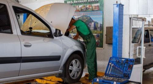 """На СТО в Алматы с """"нулевыми доходами"""" нашли десятки гастарбайтеров и клиентов на элитных авто"""