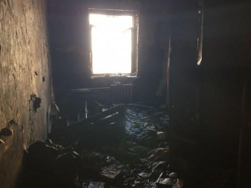 Военный спас из огня двух малышей и двух взрослых в Актобе