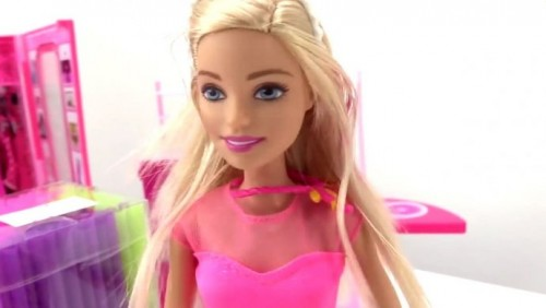Пользователей Сети удивила фамилия куклы Барби