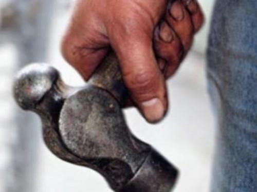 Оглашен приговор пенсионеру, убившему молотком своего сына в Житикаре