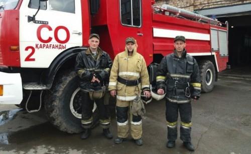 Пожарные спасли девушку от суицида в Караганде