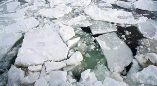 Упали в Иртыш: женщину с ребенком чудом спасли в Усть-Каменогорске