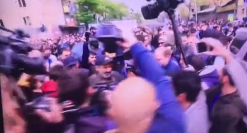 В Ереване задержали главу оппозиции и начали разгон демонстрантов