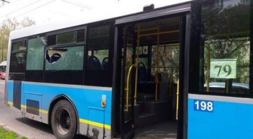 Автобусы столкнулись в Алматы: стеклом ранило пассажирку