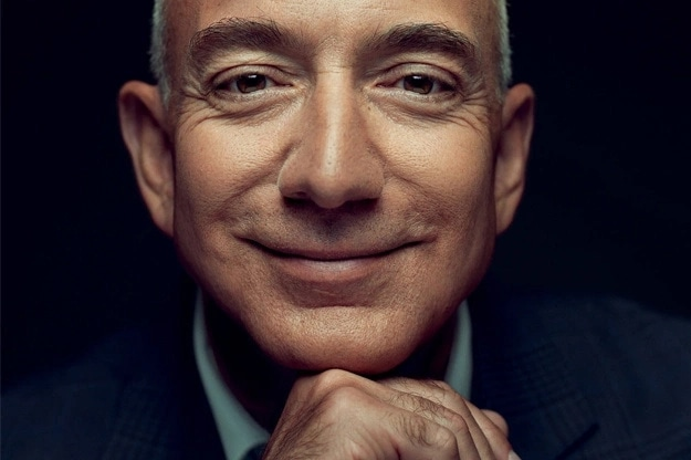 Руководитель Amazon пожаловался насложность потратить заработанные деньги