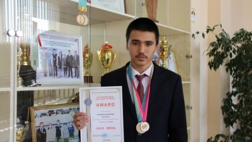 Казахстанский школьник привёз золото олимпиады по физике во Вьетнаме