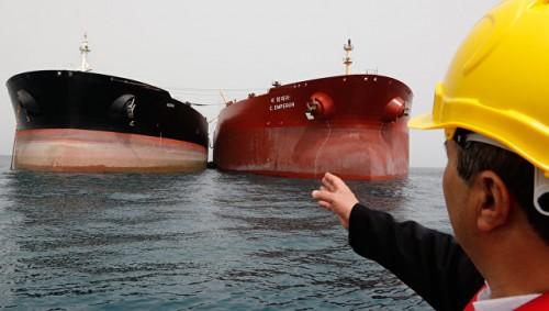 Евросоюз перестанет платить за иранскую нефть долларами, заявил источник