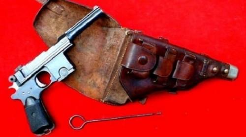 Пистолет начала 20 века сдал в полицию алматинец