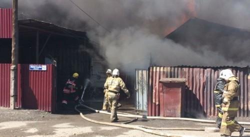 Склад для хранения шин загорелся в Талдыкоргане