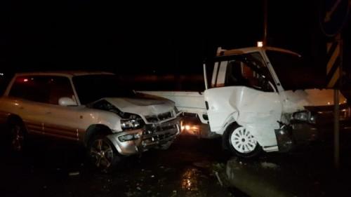 Грузовик врезался в автомобиль с ребенком в Алматы