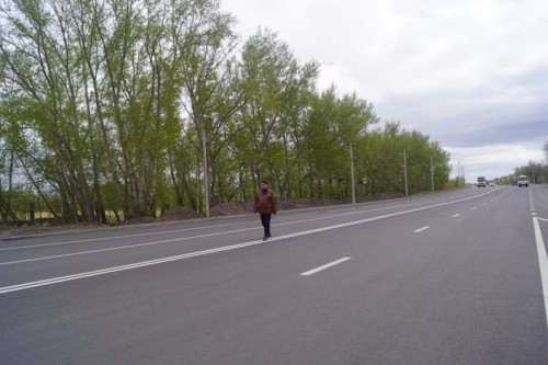 """Аким Темиртау """"оторвал"""" кусок асфальта с отремонтированной дороги (ВИДЕО)"""