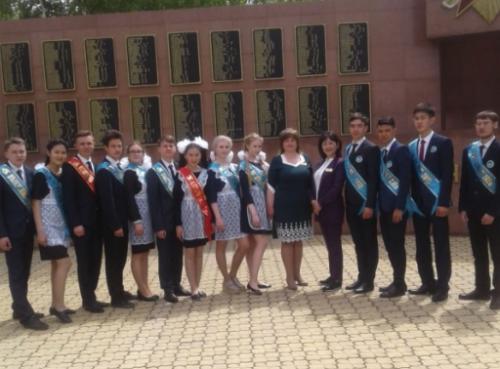 Акимат заказал лимузин для выпускников в Павлодарской области