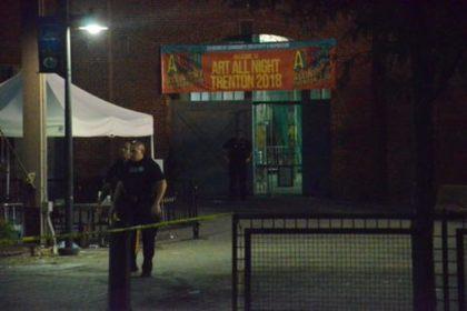 Посетителей выставки расстреляли в США