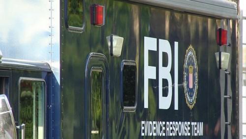 Выстрелившему в человека на танцполе агенту ФБР предъявили обвинения