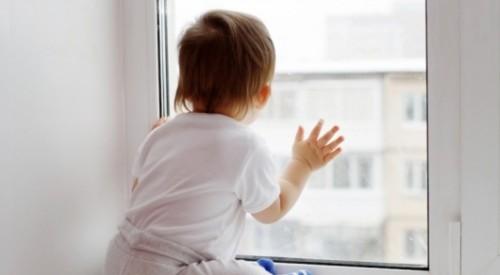 2-летний ребенок выпал из окна больницы в Таразе