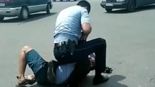 Стычку с участием полицейского объяснили в ДВД  (ВИДЕО)
