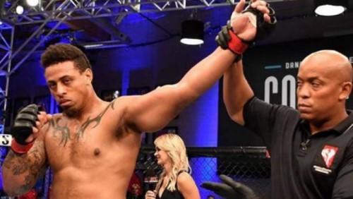 Экс-футболист нокаутировал соперника MMA на 57-й секунде