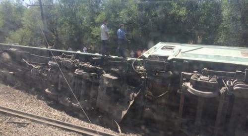 11 человек пострадали при сходе вагонов в Шу - Генпрокуратура