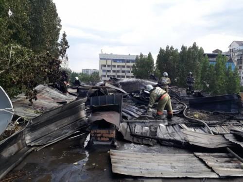 В центре Алматы горит пятиэтажка: 100 человек эвакуированы