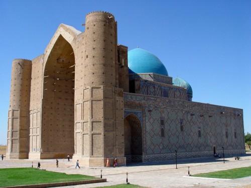 Казахстанцы требуют отменить плату за посещение религиозных святынь