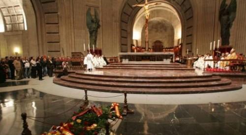 Власти Испании хотят перезахоронить останки диктатора Франко