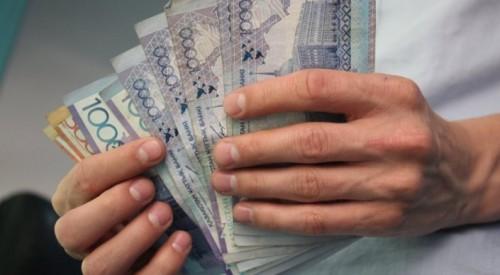 """За счет любви казахстанцев к кредитам МФО """"раздулись"""" в полтора раза"""