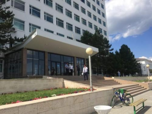 Мужчина зарезал жену и выпрыгнул из окна в университете Костаная