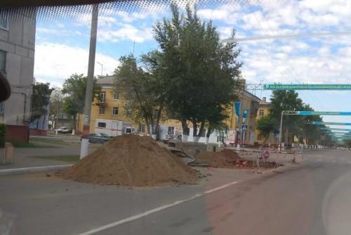 Мотоциклист влетел в дорожную яму в Рудном. Погибла 18-летняя пассажирка
