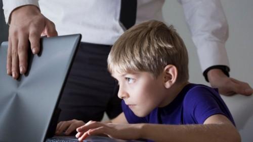 Защищающий детей от вредной информации закон принял Парламент РК