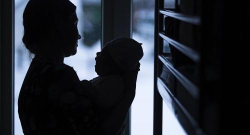 Попытка убийства младенца в Оше — задержанная мать чуть не покончила с собой