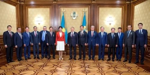 Назарбаеву вручили медаль ко дню рождения