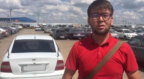 Opel заехал на новый пешеходный мост: Водитель извинился перед жителями Астаны