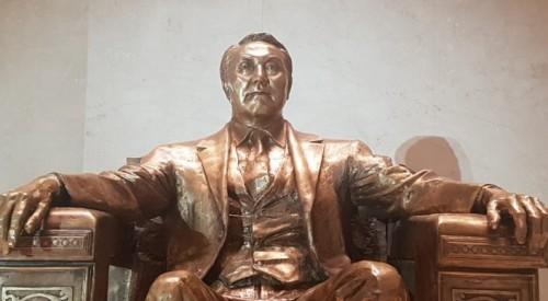 Скульптуру Назарбаева установили в Национальном музее