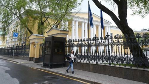 Москва зеркально ответит на высылку Грецией российских дипломатов