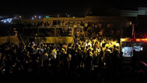 Бензовоз на полном ходу врезался в пассажирский автобус в Иране