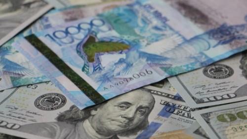 Казахстанцы все реже хранят деньги в долларах и евро