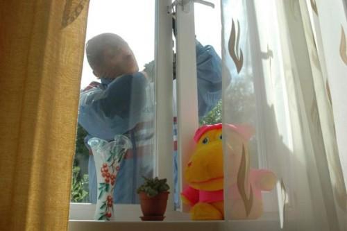 Через открытое окно в Усть-Каменогорске вор украл имущества на 260 000 тенге