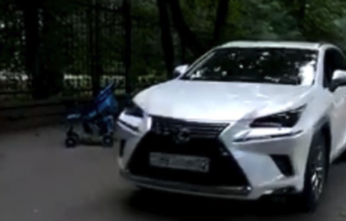 Алматинцев возмутила автоледи, едва не сбившая детей на тротуаре (ВИДЕО)