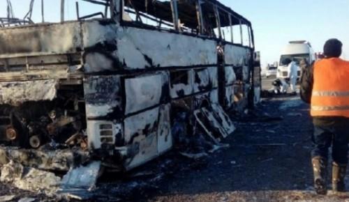 Со скандала начался суд по сгоревшим заживо 52 пассажирам автобуса в Актюбинской области