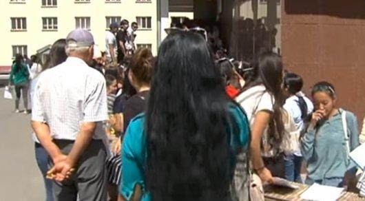 Видео медосмотра студенток, высокая белокурая девушка сосет